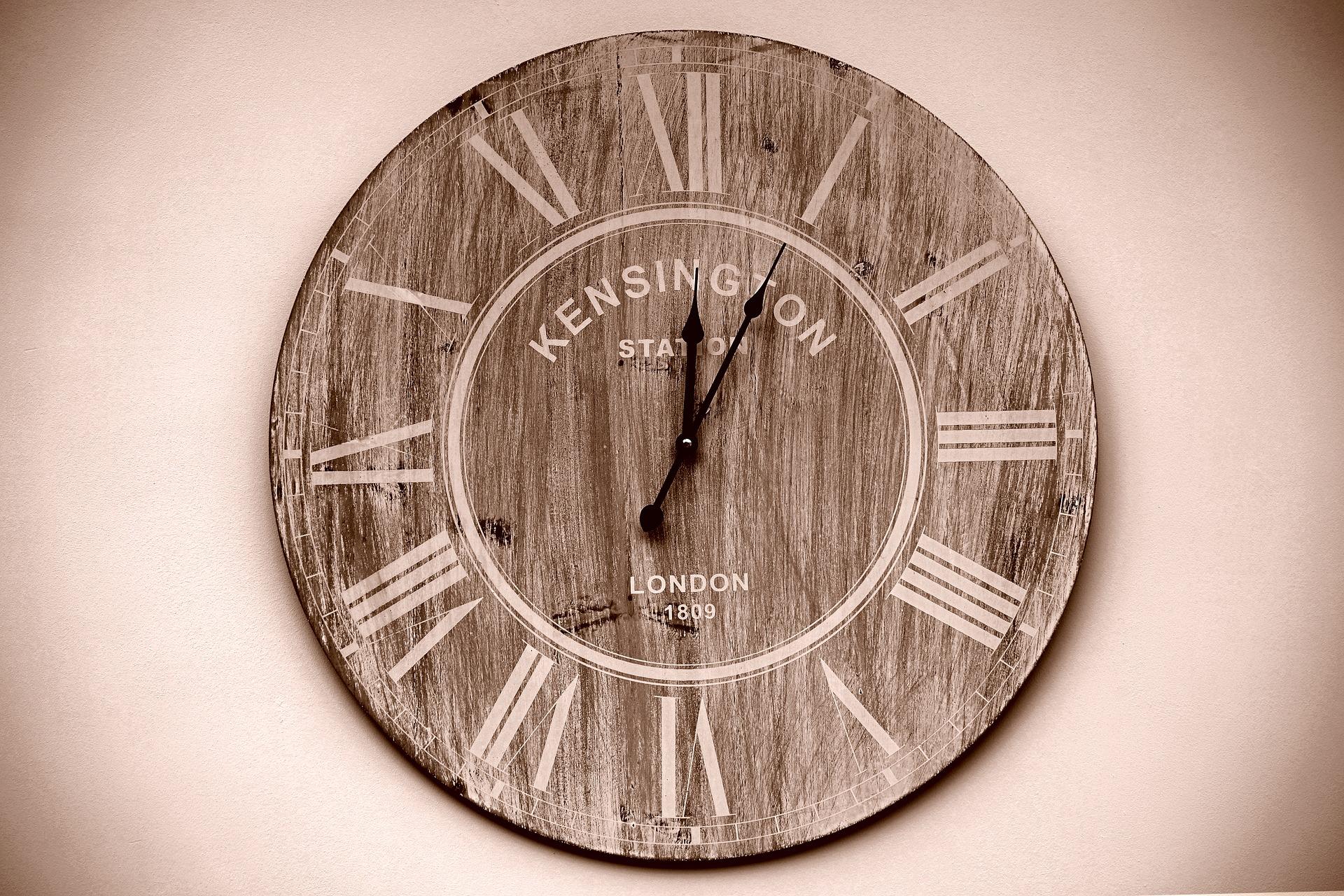 clock-1767616_1920