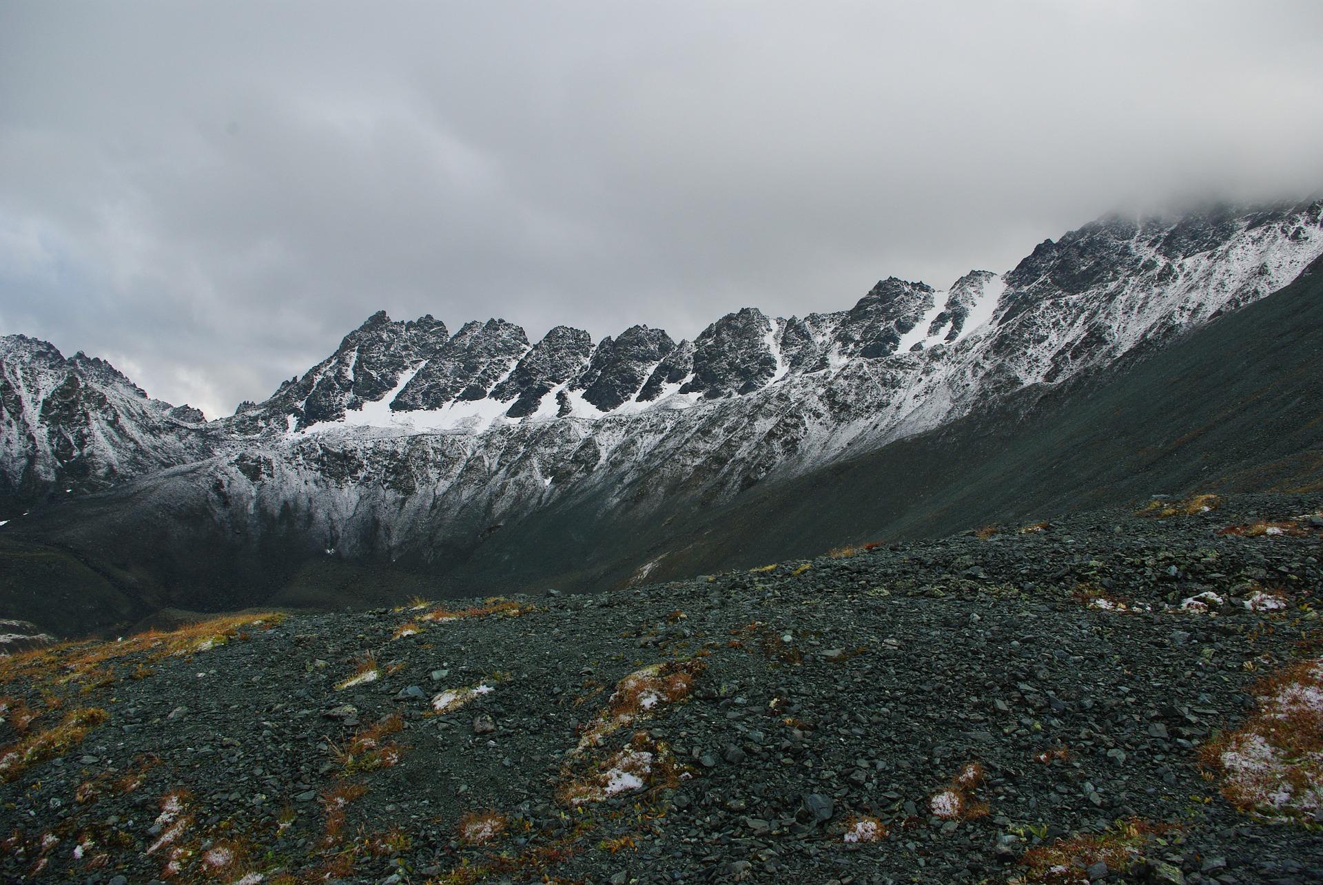 mountains-1266654_1920